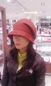 ただいま開催中、松坂屋名古屋駅店での弊社販売担当女史でございます