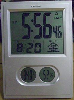時計も暑いと言っているような、、、