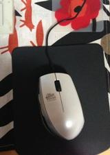 マウスパッドはシリコンラバーです