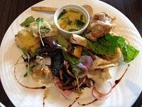 この日は鶏肉グリルとアナゴの天ぷらがメイン!