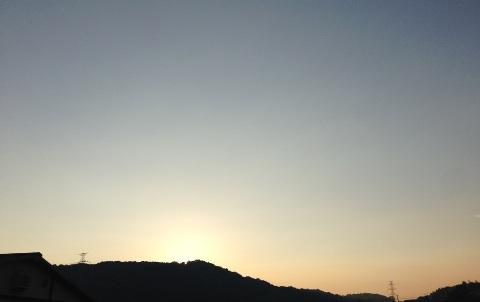 日が暮れてもまだまだ暑い!